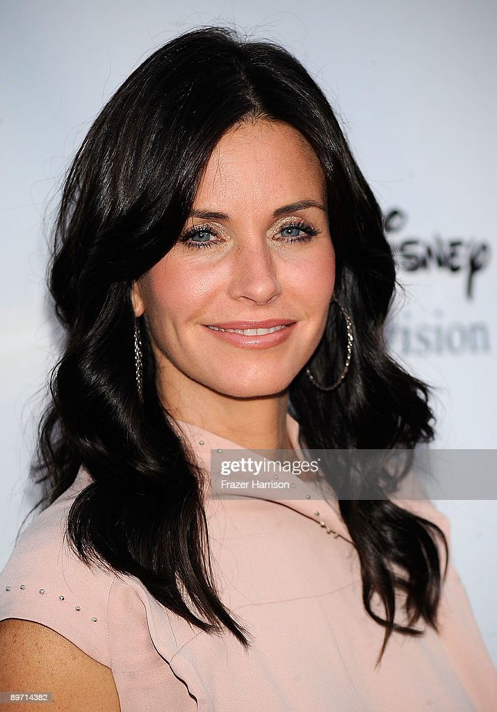 Actress Courteney Cox arrives at Disney-ABC Television Group Summer Press Tour Party at The Langham Hotel on August 8, 2009 in Pasadena, California.
