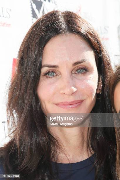 Actress Courteney Cox attends Nanci Ryder's 'Team Nanci' at the 15th Annual LA County Walk to Defeat ALS at the Exposition Park on October 15 2017 in...