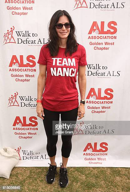 actress Courteney Cox attends the ALS Association Golden West Chapter Los Angeles County Walk to Defeat ALS at Exposition Park on October 16 2016 in...