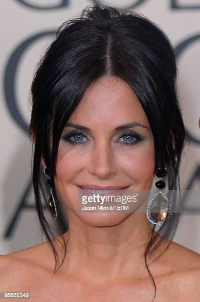 Actress Courteney CoxArquette arrives at the 67th Annual Golden Globe Awards held at The Beverly Hilton Hotel on January 17 2010 in Beverly Hills...