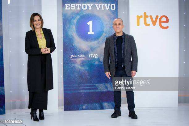 Actress Cristina Plazas and actor Javier Gutiérrez attend 'Estoy Vivo' photocall at RTVE on March 04, 2021 in Madrid, Spain.