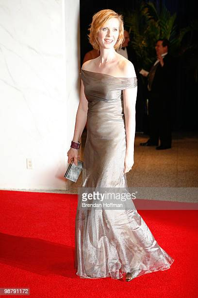 Actress Cynthia Nixon arrives at the White House Correspondents' Association dinner on May 1 2010 in Washington DC The annual dinner featured...