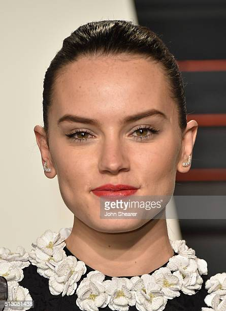 Actress Daisy Ridley arrives at the 2016 Vanity Fair Oscar Party Hosted By Graydon Carter at Wallis Annenberg Center for the Performing Arts on...