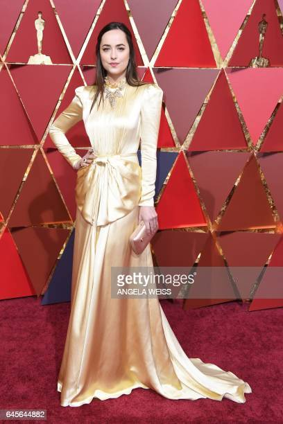 US actress Dakota Johnson poses as she arrives on the red carpet for the 89th Oscars on February 26 2017 in Hollywood California / AFP / ANGELA WEISS