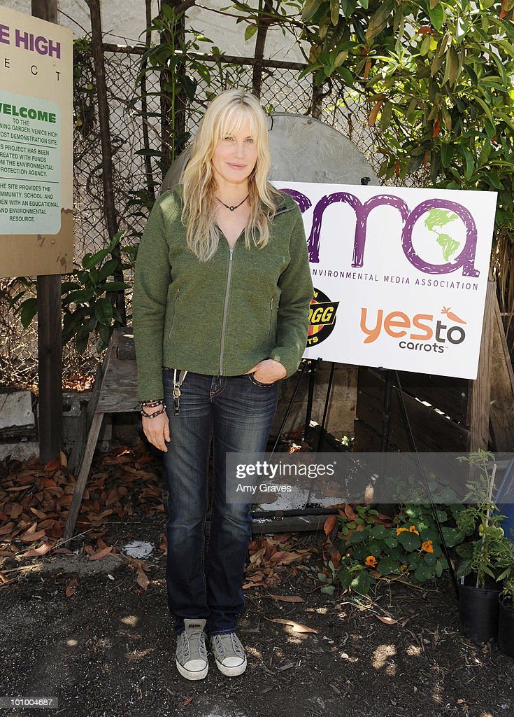 Actress Daryl Hannah attends the Environmental Media Association and Yes to Carrots Garden Luncheon at The Learning Garden at Venice High School on May 26, 2010 in Venice, California.