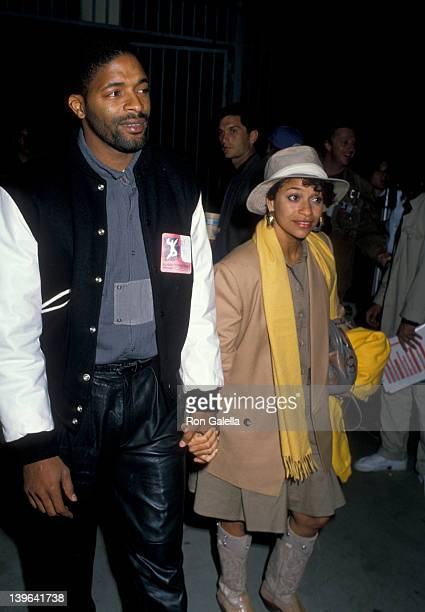 Actress Debbie Allen and husband Norman Nixon attending Human Rights Now Rally on September 21 1988 at the Los Angeles Memorial Coliseum in Los...