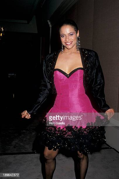 Actress Debbie Allen attending 47th Annual Golden Globe Awards on January 20, 1990 at the Beverly Hilton Hotel in Beverly Hills, California.