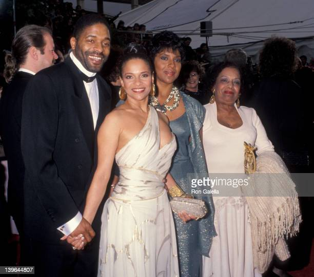 Actress Debbie Allen husband Norman Nixon Phylicia Rahad and mother Vivian Ayers Allen attending 65th Annual Academy Awards on March 29 1993 at the...