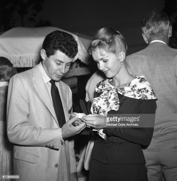 Actress Debbie Reynolds and actor Eddie Fisher in circa 1957 in Los Angeles California