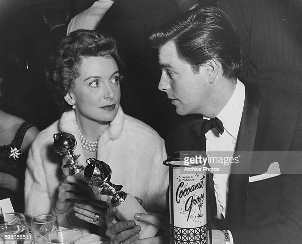Actress Deborah Kerr and Bob Waganer with their statuettes at the Foreign Press Awards or the Golden Globes in Hollywood 1957