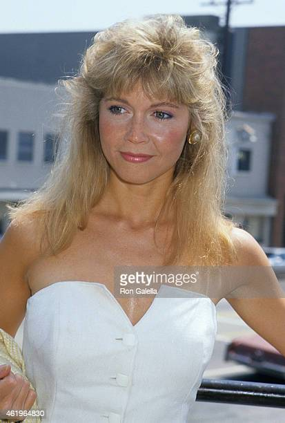 debra sandlund dating The two of them begin dating in season five's easy rider, becoming danny's most serious relationship since he became a widower, and the two later become engaged in the season six finale the house meets the mouse.