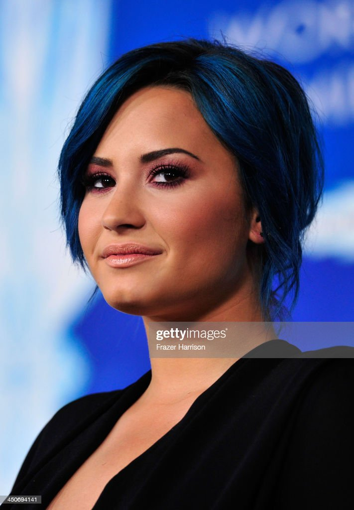 Actress Demi Lovato attends the premiere of Walt Disney Animation Studios' 'Frozen'at the El Capitan Theatre on November 19, 2013 in Hollywood, California.