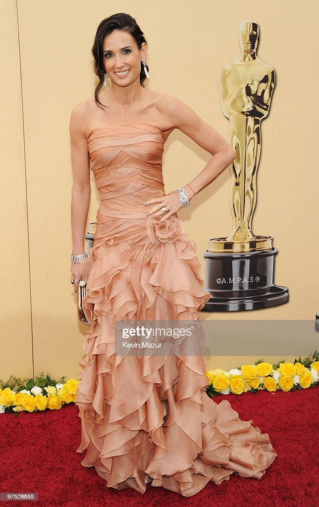 Actress Demi Moore arrives at the 82nd Annual Academy Awards at the Kodak Theatre on March 7, 2010 in Hollywood, California.