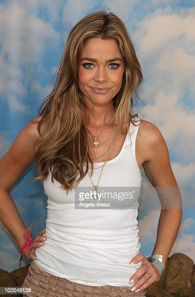 Actress Denise Richards attends the Kodak Photo Sharing booth at the 21st annual 'A Time for Heroes' Celebrity Picnic benefitting the Elisabeth...