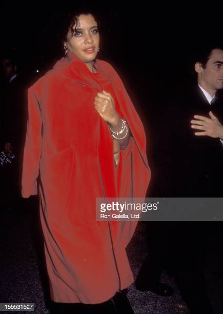 Actress Diahnne Abbott attends the Cape Fear New York City Premiere on November 6 1991 at Ziegfeld Theater in New York City