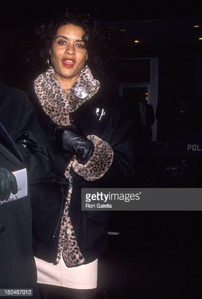 Actress Diahnne Abbott attends the Malcolm X New York City Premiere on November 16 1992 at the Ziegfeld Theatre in New York City