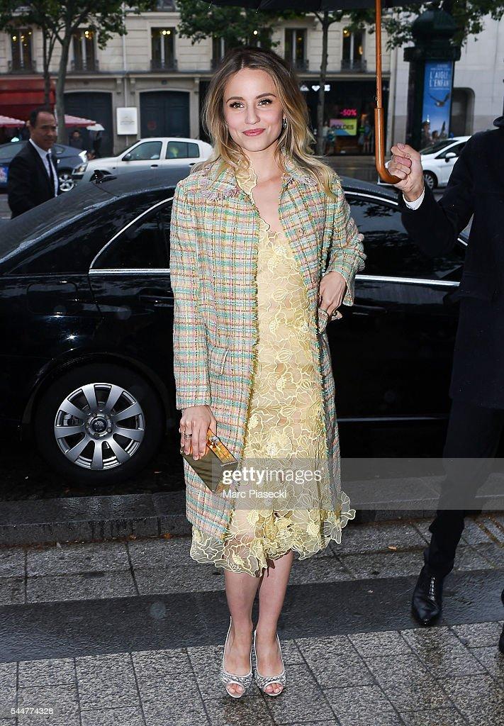 284410282228 Actress Dianna Agron arrives to attend the  Miu Miu  presentation ...