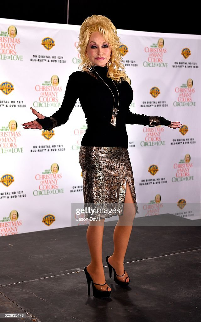 """Dolly Parton's """"Christmas Of Many Colors: Circle Of Love"""" With Jennifer Nettles - Press Conference : News Photo"""