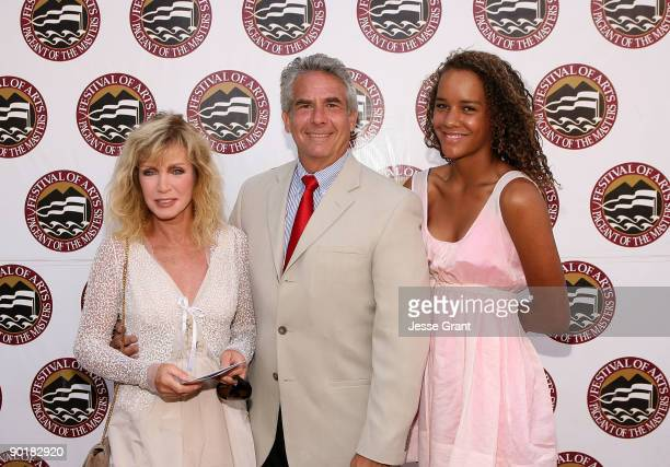 Actress Donna Mills Larry Gilman and Chloe Mills attend The Festival of Arts/Pageant of The Masters 2009 Gala Benefit at the Irvine Bowl Park on...