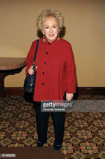 Actress Doris Roberts arrives at the 47th Annual ICG Publicists Awards at the Hyatt Regency Century Plaza on March 5, 2010 in Century City,...