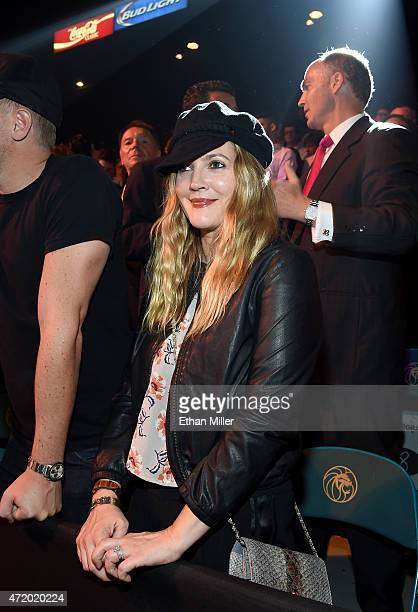 "Actress Drew Barrymore poses ringside at ""Mayweather VS Pacquiao"" presented by SHOWTIME PPV And HBO PPV at MGM Grand Garden Arena on May 2, 2015 in..."