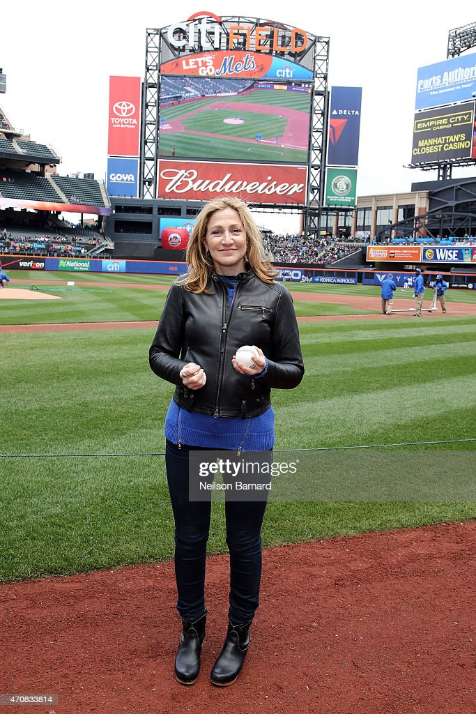 """""""Nurse Jackie"""" Star Edie Falco Throws Out The First Pitch At The New York Mets Game"""