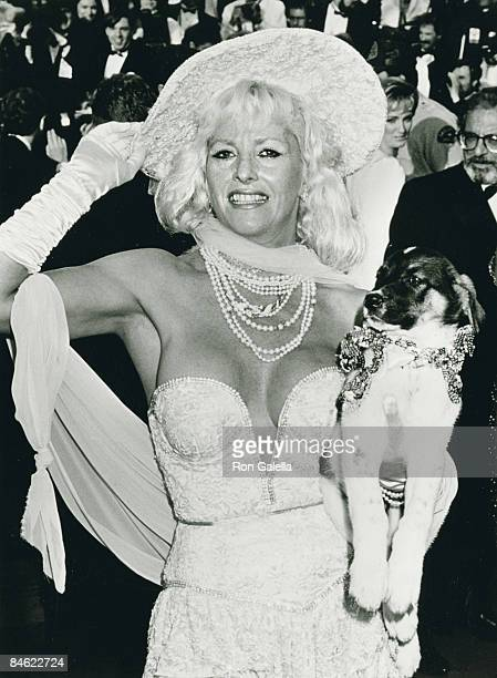 Actress Edy Williams attending 62nd Annual Academy Awards on March 26 1990 at the Dorothy Chandler Pavilion in Los Angeles California