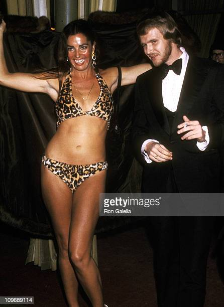 Actress Edy Williams attends the 46th Annual Academy Awards on April 2 1974 at Dorothy Chandler Pavilion in Los Angeles California