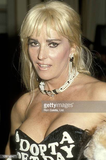 Actress Edy Williams attends the 57th Annual Academy Awards on March 25 1985 at Dorothy Chandler Pavilion in Los Angeles California