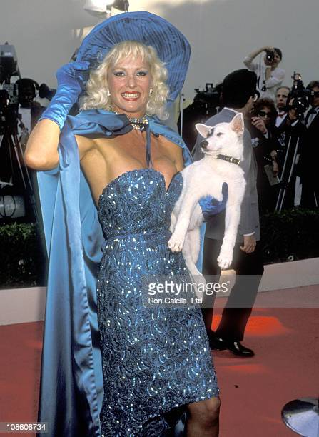 Actress Edy Williams attends the 62nd Annual Academy Awards on March 26 1990 at Dorothy Chandler Pavilion in Los Angeles California