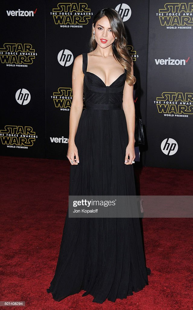 Actress Eiza Gonzalez arrives at the Los Angeles Premiere 'Star Wars: The Force Awakens' on December 14, 2015 in Hollywood, California.