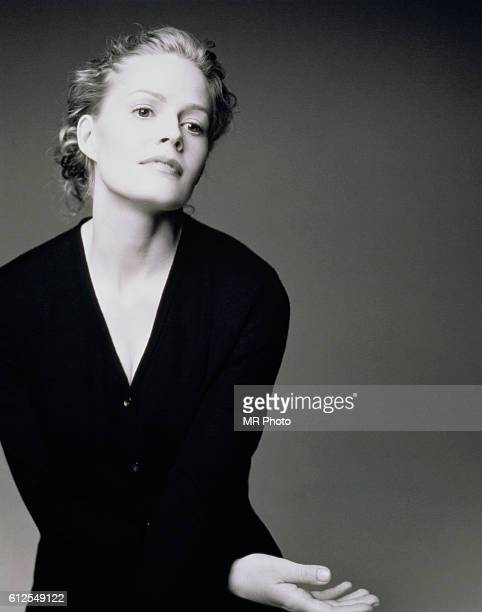 Actress Elisabeth Shue is photographed for Los Angeles Magazine in 1998 PUBLISHED IMAGE