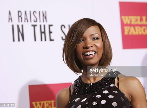 Actress Elise Neal arrives at the Los Angeles premiere of 'A Raisin in the Sun' held at AMC Magic Johnson Theaters on February 11 2008 in Los Angeles...