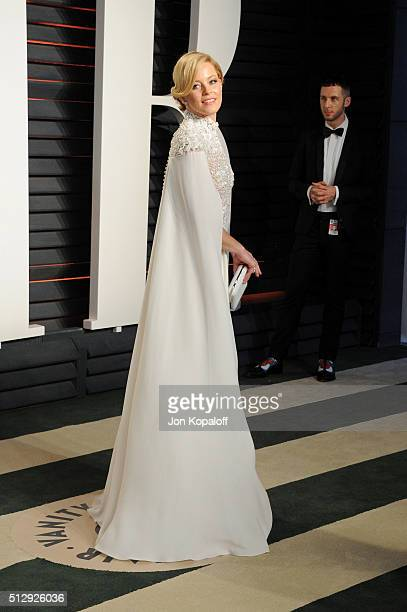Actress Elizabeth Banks attends the 2016 Vanity Fair Oscar Party hosted By Graydon Carter at Wallis Annenberg Center for the Performing Arts on...
