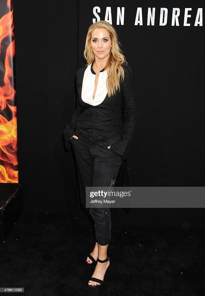 Actress Elizabeth Berkley arrives at the 'San Andreas' - Los Angeles Premiere at TCL Chinese Theatre IMAX on May 26, 2015 in Hollywood, California.