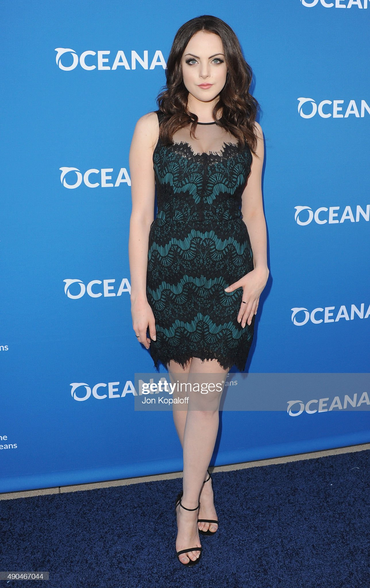 ¿Cuánto mide Elizabeth Gillies - Altura - Real height Actress-elizabeth-gillies-arrives-at-a-concert-for-our-oceans-at-picture-id490467044?s=2048x2048