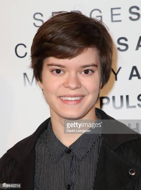 Actress Elizabeth Hinkler attends Art with a Cause hosted by Shaun Ross Aureta benefiting the Freedom United Foundation for the victims of human...