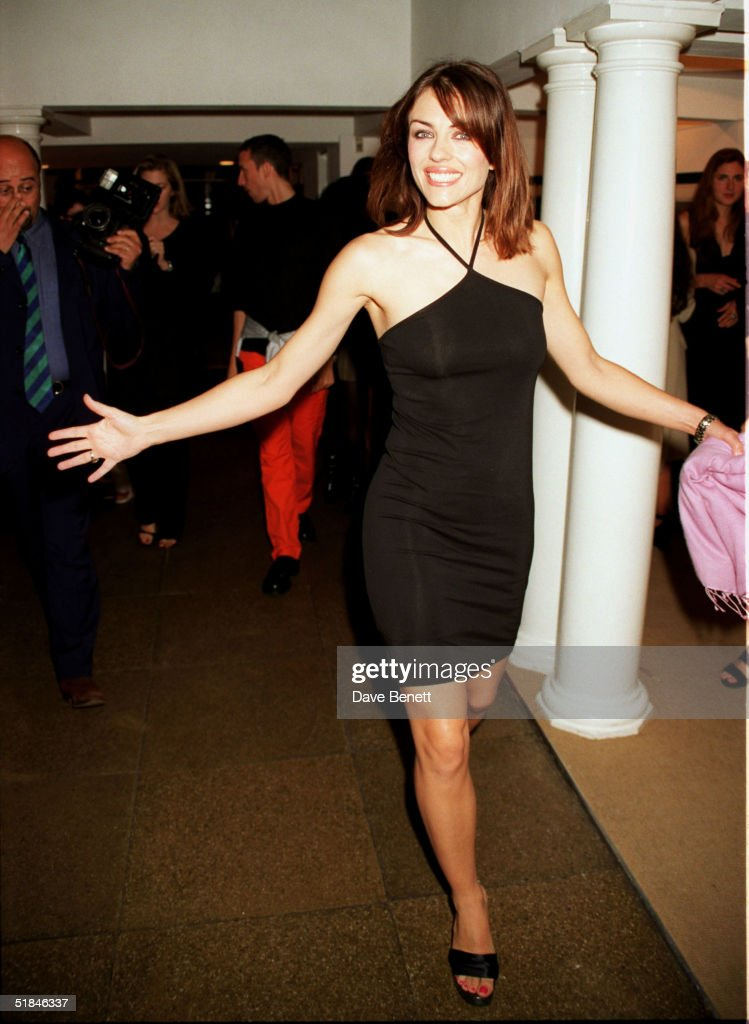 LONDON - Actress Elizabeth Hurley arrives at Hamiltons Gallery for Richard Gere's exhibition about Tibet on September 28, 1998 in London.