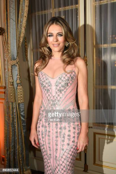 Actress Elizabeth Hurley attends The Fight Hunger and The Breast Cancer Research Foundations Auction Cocktail at Shangri La on December 11 2017 in...