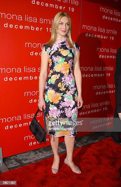 "Actress Elizabeth Rohm arrives at the world premiere of ""Mona Lisa Smile"" at the Ziegfeld Theatre December 10, 2003 in New York City."