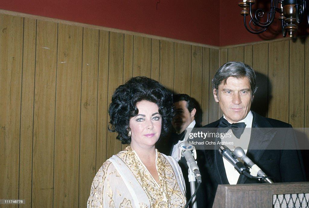 Elizabeth Taylor and John Warner : News Photo