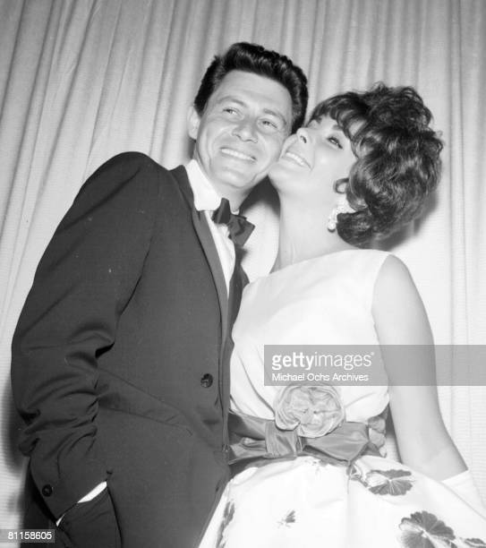 Actress Elizabeth Taylor attends an event with her husband entertainer Eddie Fisher in circa 1960 in Los Angeles, California.