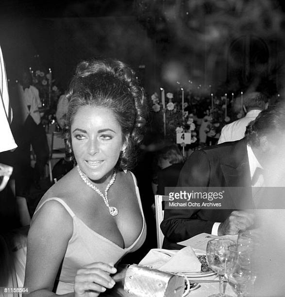Actress Elizabeth Taylor attends the 42nd Academy Awards ceremony on April 7, 1970 in Los Angeles, California.
