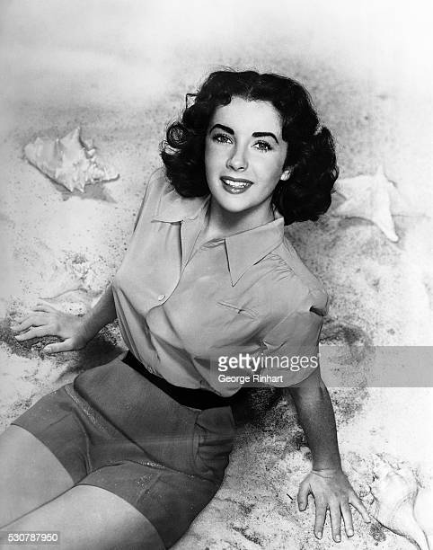 Elizabeth Taylor And Beach Photos and Premium High Res Pictures - Getty Images