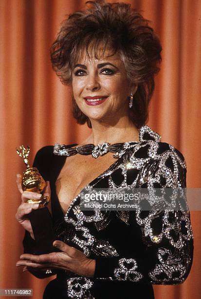 Actress Elizabeth Taylor posing with her Cecil B. DeMille Award for Lifetime Achievement at the 42nd Annual Golden Globe Awards, Los Angeles,...