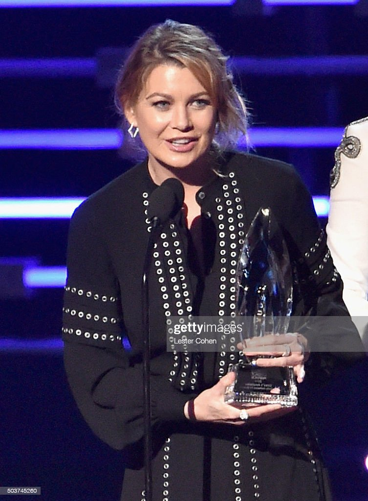 Actress Ellen Pompeo accepts the award for Favorite Network TV Drama onstage during the People's Choice Awards 2016 at Microsoft Theater on January 6, 2016 in Los Angeles, California.