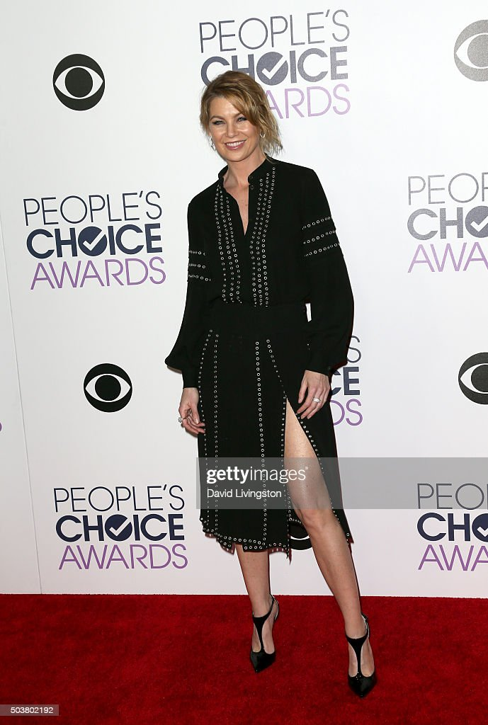 Actress Ellen Pompeo poses in the press room at the People's Choice Awards 2016 at Microsoft Theater on January 6, 2016 in Los Angeles, California.