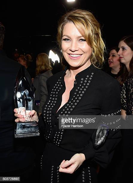 Actress Ellen Pompeo winner of the award for Favorite Network TV Drama attends the People's Choice Awards 2016 at Microsoft Theater on January 6 2016...