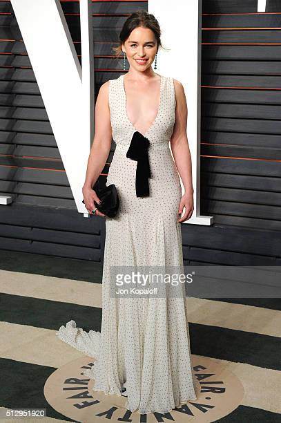 Actress Emilia Clarke attends the 2016 Vanity Fair Oscar Party hosted By Graydon Carter at Wallis Annenberg Center for the Performing Arts on...