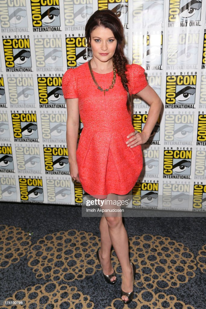 Actress Emilie de Ravin attends the 'Once Upon A Time' press line during Comic-Con International 2013 at the Hilton San Diego Bayfront Hotel on July 20, 2013 in San Diego, California.